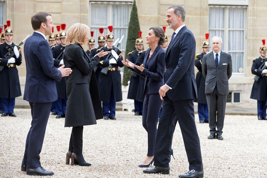 La reine Letizia et le roi Felipe VI d'Espagne accueillis par Brigitte et Emmanuel Macron au Palais de l'Elysée à Paris, le 11 mars 2020