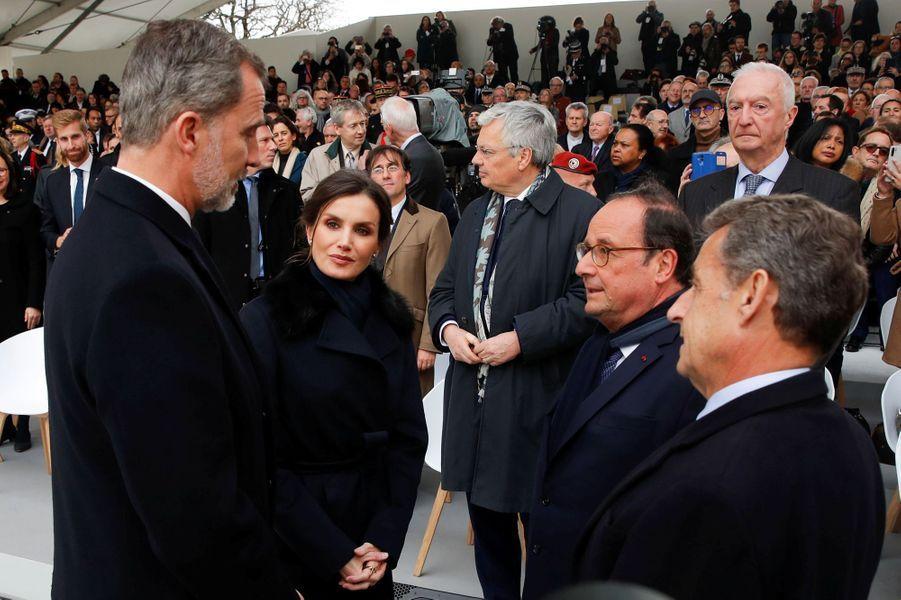 La reine Letizia et le roi Felipe VI d'Espagne avec les anciens présidents français Nicolas Sarkozy et François Hollande au Trocadéro à Paris, le 11 mars 2020
