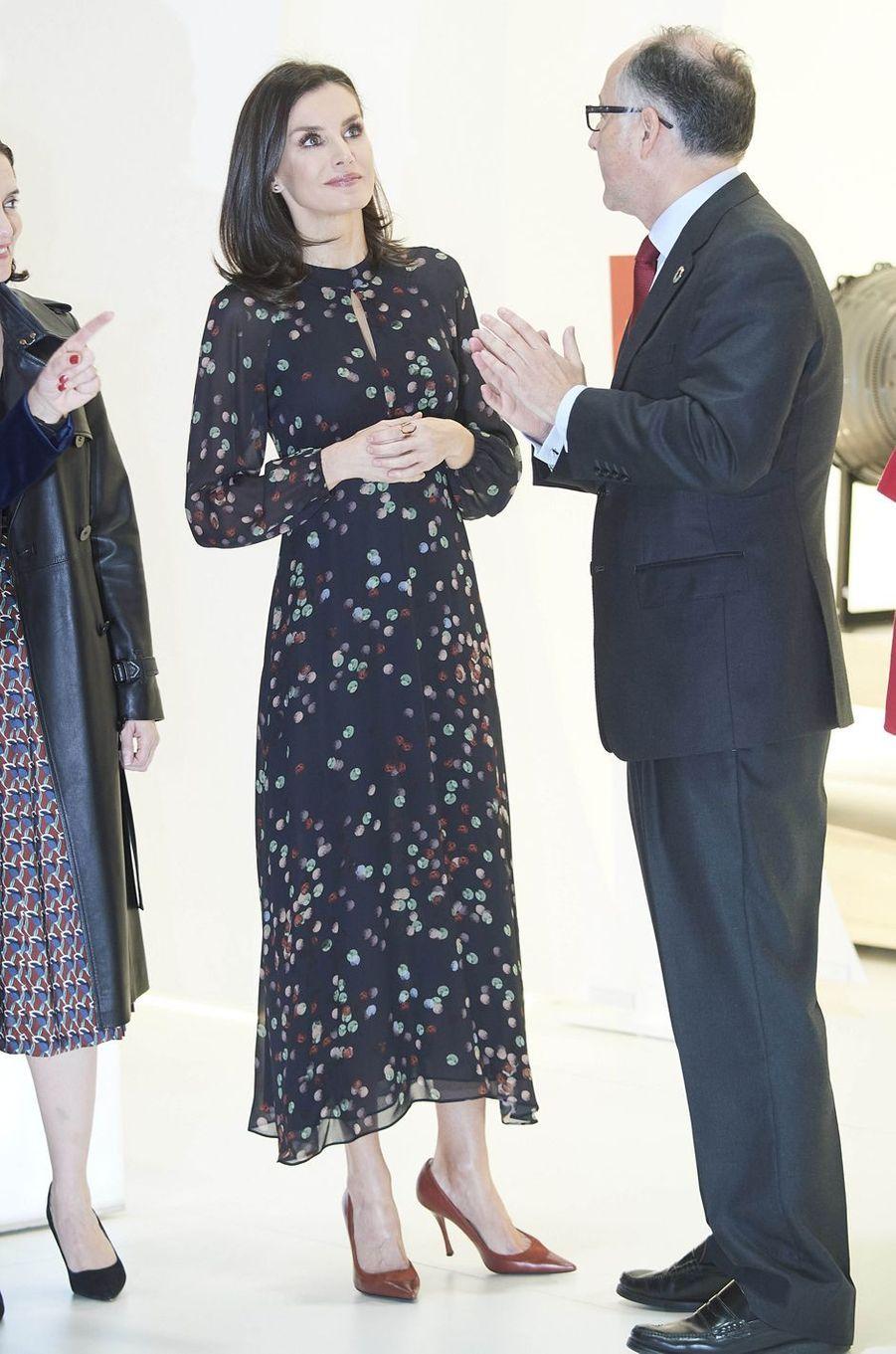 La reine Letizia d'Espagne, dans une robe Massimo Dutti, à Madrid le 22 janvier 2020