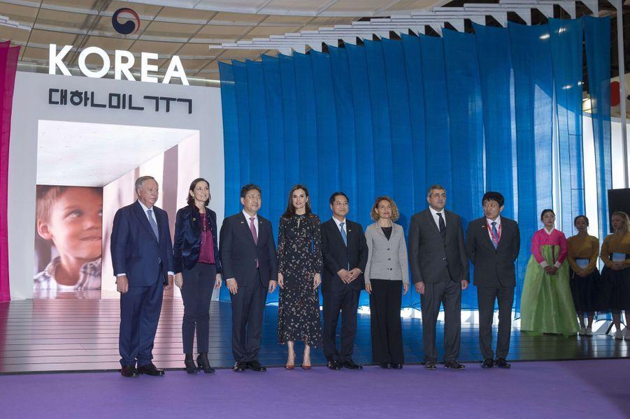 La reine Letizia d'Espagne au pavillon de la Corée du Sud à la FITUR à Madrid, le 22 janvier 2020