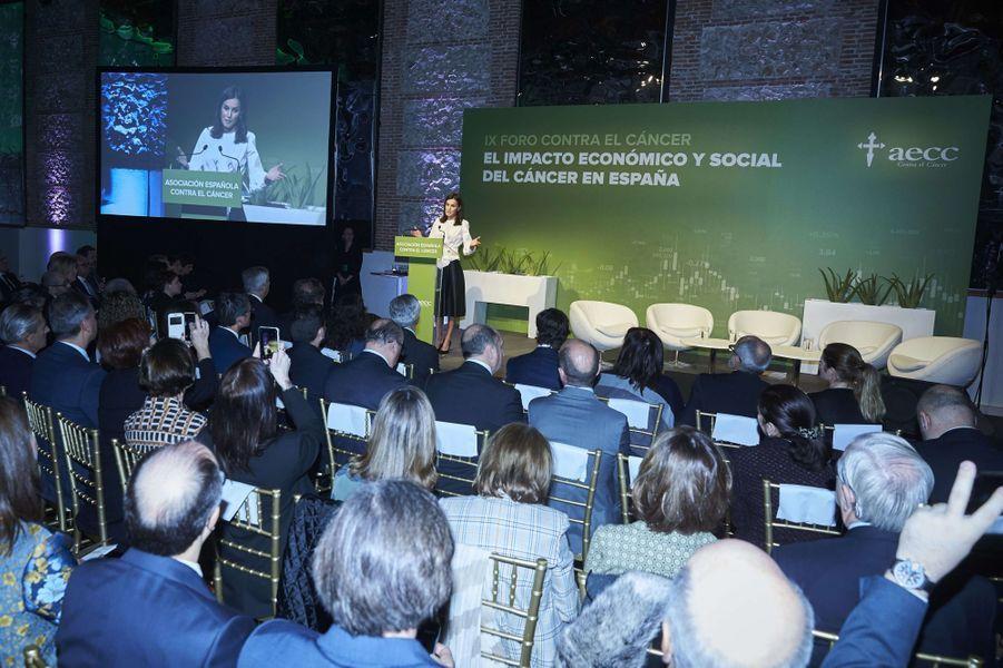 La reine Letizia d'Espagne prononce un discours au IXe Forum contre le cancer à Madrid, le 4 février 2020