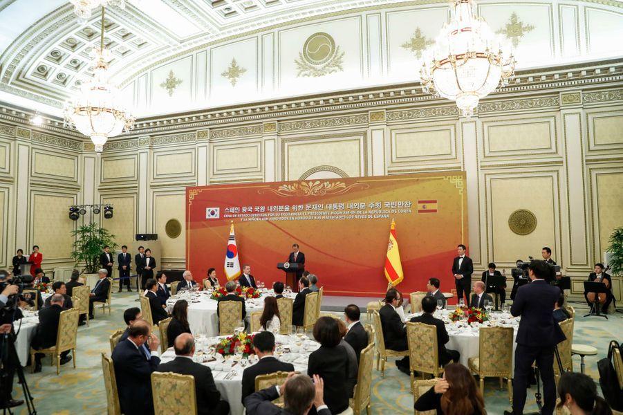 Le dîner d'Etat offert par le couple présidentiel sud-coréen à la reine Letizia et au roi Felipe VI d'Espagne à Séoul, le 23 octobre 2019