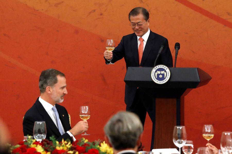 Le roi Felipe VI d'Espagne et le président de la Corée du Sud Moon Jae-in à Séoul, le 23 octobre 2019
