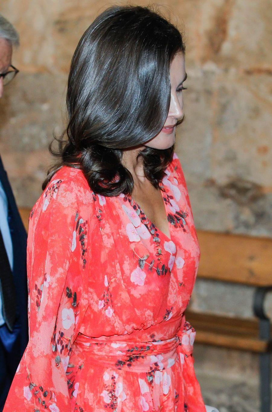 La coiffure de la reine Letizia d'Espagne au monastère de Yuso à San Millán de la Cogolla, le 5 juillet 2019