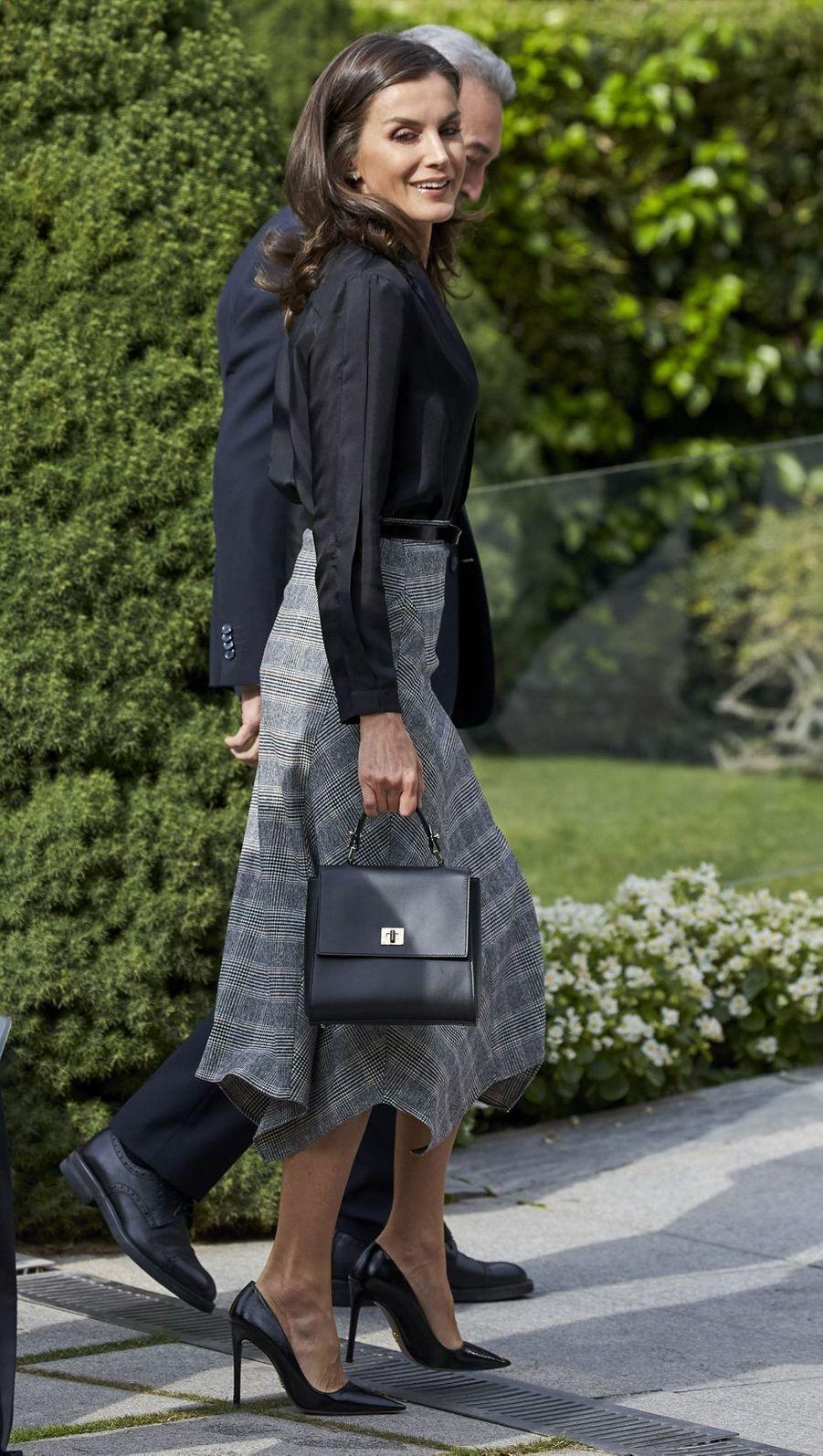 La reine Letizia d'Espagne dans une jupe Massimo Dutti à Madrid, le 30 octobre 2019