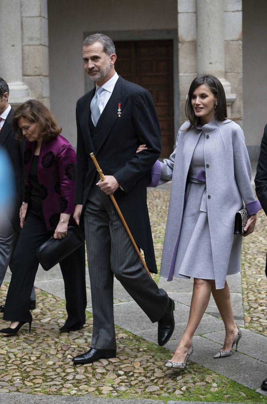 La reine Letizia, en Carolina Herrera, et le roi Felipe VI d'Espagne à Alcalá de Henares, le 23 avril 2019