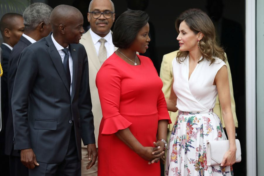 La reine Letizia d'Espagne avec le président d'Haïti Jovenel Moïse et sa femme à Port-au-Prince, le 23 mai 2018
