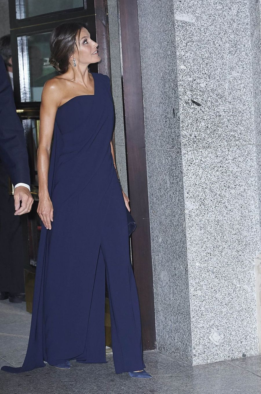 La reine Letizia d'Espagne dans une combinaison pantalon Pedro del Hierro à Madrid, le 19 septembre 2018