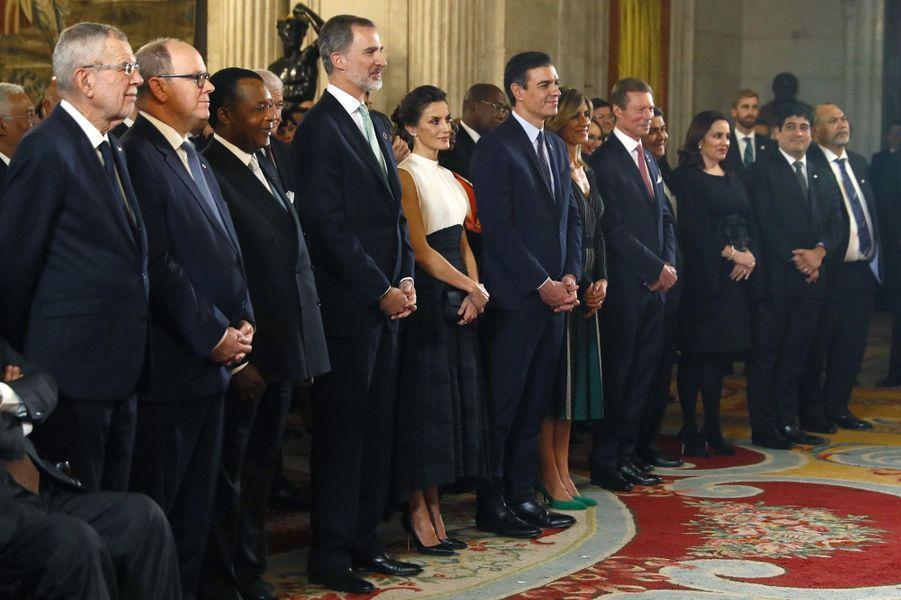 La reine Letizia et le roi Felipe VI d'Espagne avec leurs invités au Palais royal à Madrid, le 2 décembre 2019