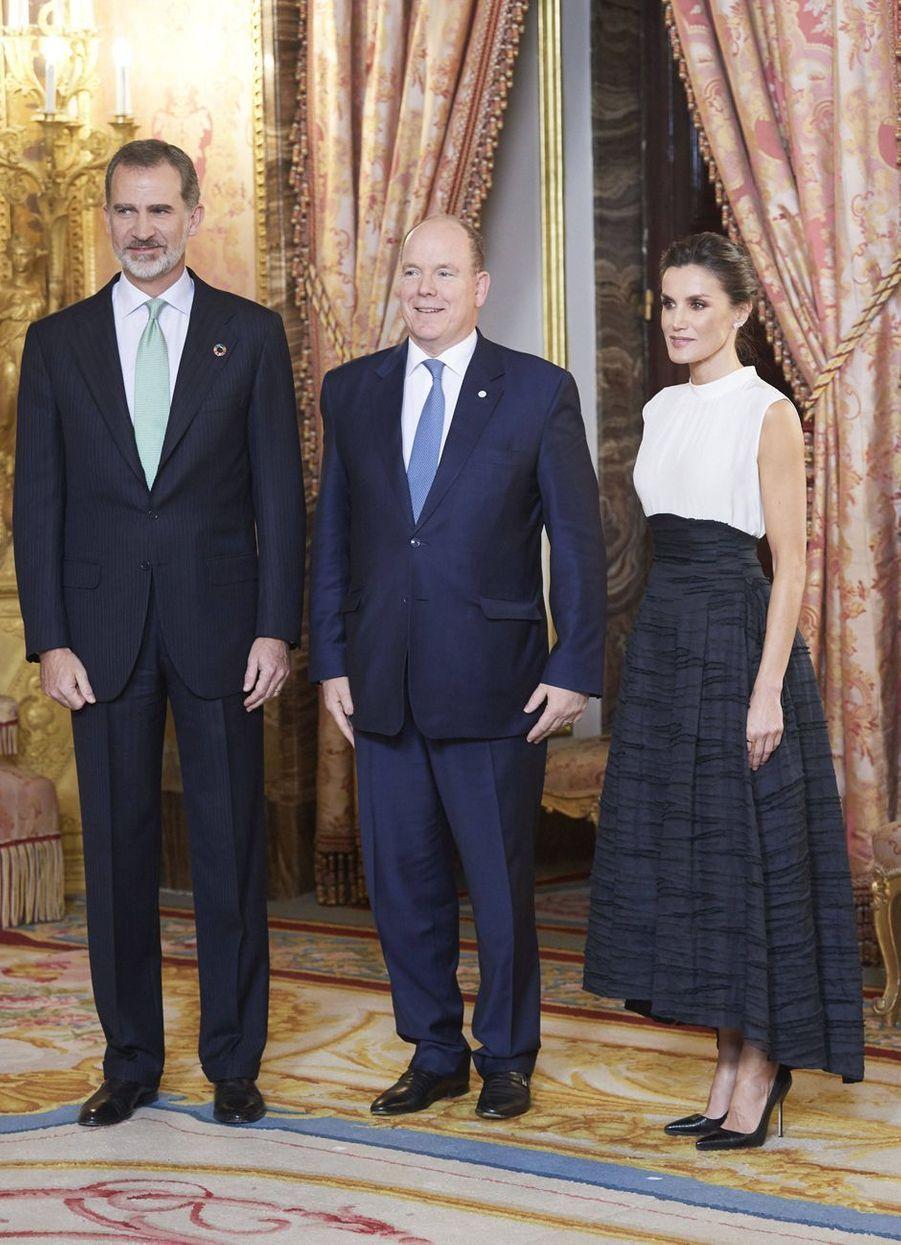 La reine Letizia et le roi Felipe VI d'Espagne avec le prince Albert II de Monaco à Madrid, le 2 décembre 2019