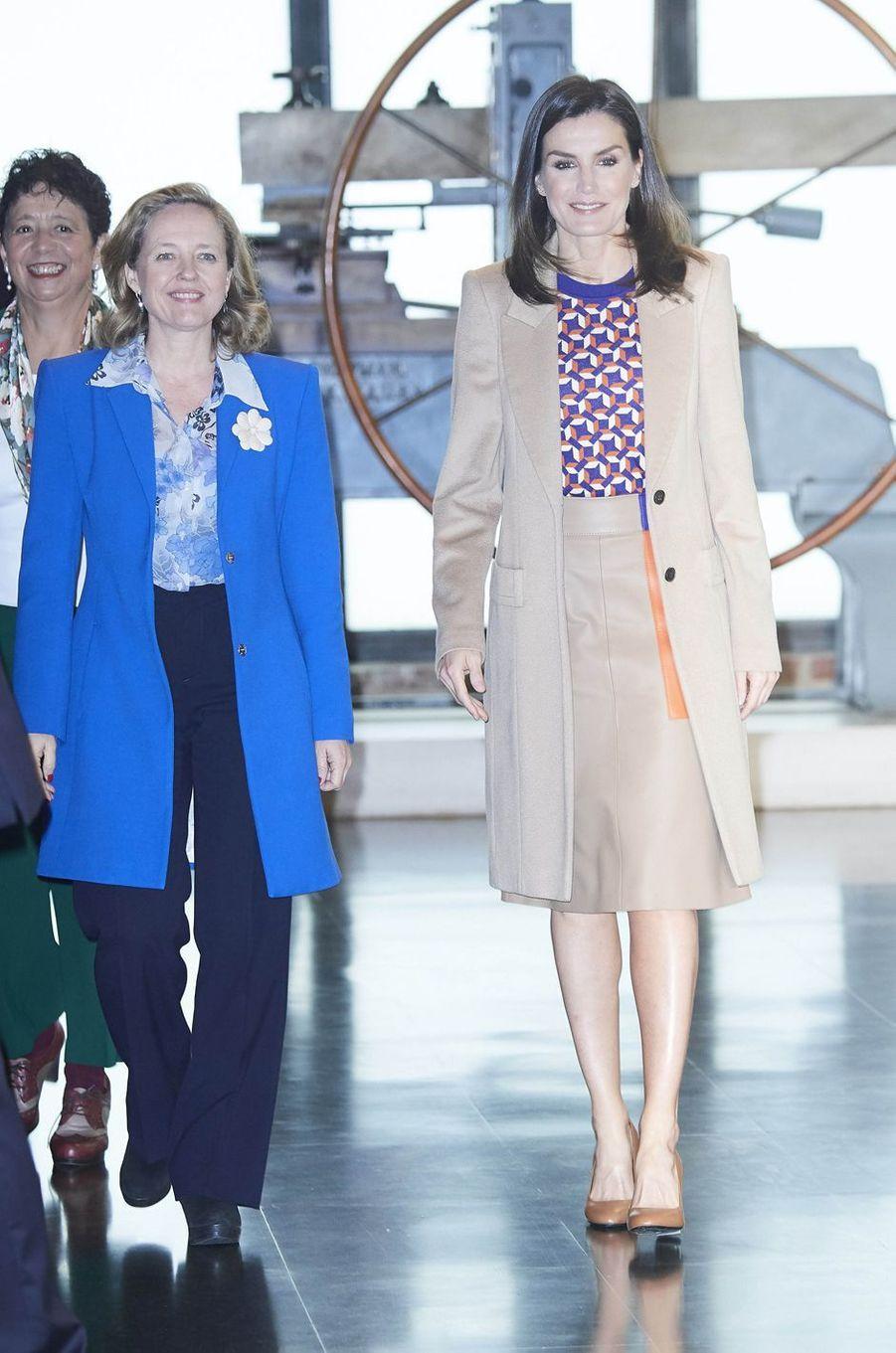 La reine Letizia d'Espagne dans un ensemble Hugo Boss à Madrid, le 8 avril 2019