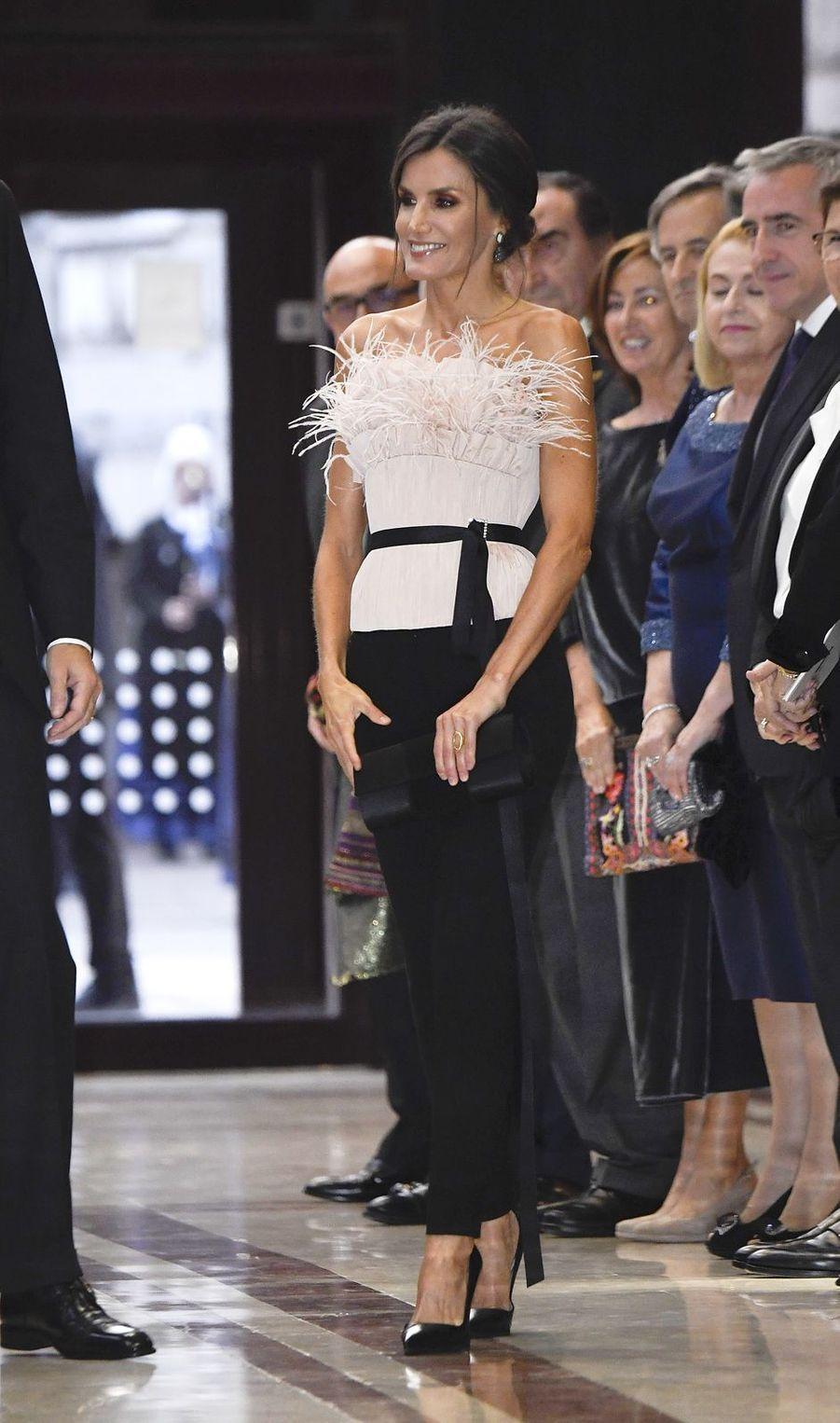 La reine Letizia d'Espagne dans un bustier The 2nd Skin Co à Oviedo, le 17 octobre 2019