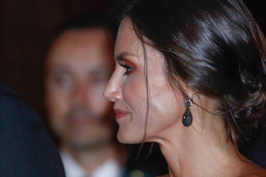 Les boucles d'oreille de la reine Letizia d'Espagne à Oviedo, le 17 octobre 2019