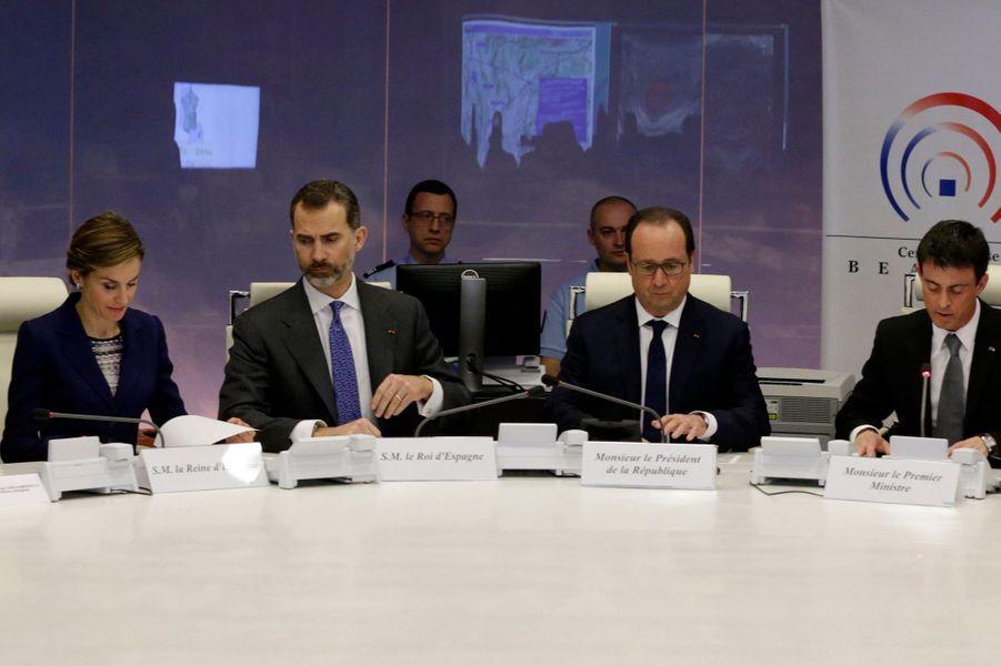 La reine Letizia et le roi Felipe VI lors de la réunion de crise au ministère de l'Intérieur à Paris, le 24 mars 2015