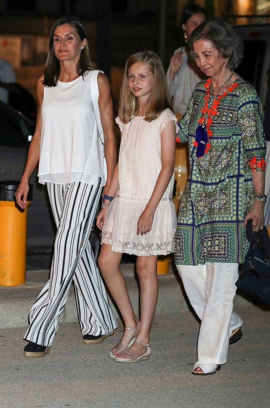 La reine Letizia d'Espagne avec la princesse Leonor et l'ex-reine Sofia à Palma de Majorque, le 4 août 2018