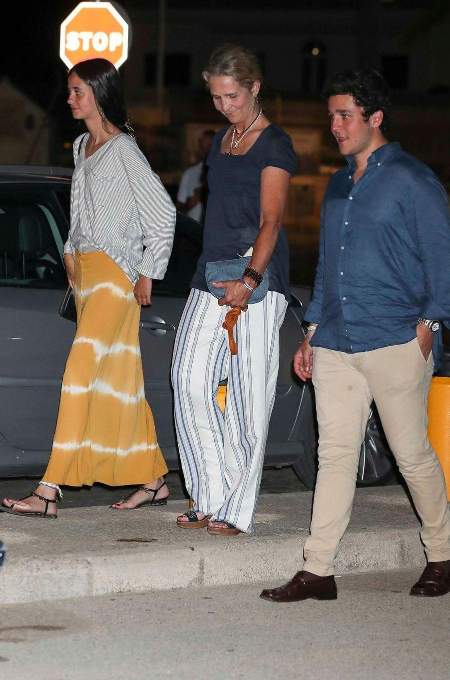 L'infante Elena d'Espagne et ses enfants à Palma de Majorque, le 4 août 2018