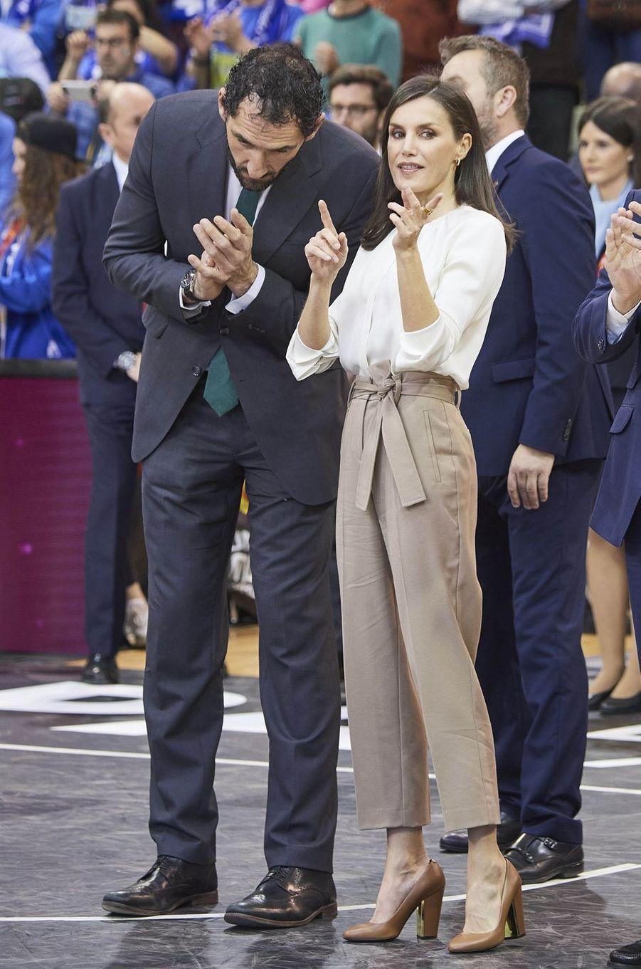 La reine Letizia d'Espagne à la finale de la Copa de la Reina de basket-ball à Salamanque, le 8 mars 2020