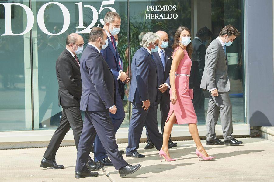 La reine Letizia avec le roi Felipe VI d'Espagne à Villanueva de Gallego, le 16 septembre 2020