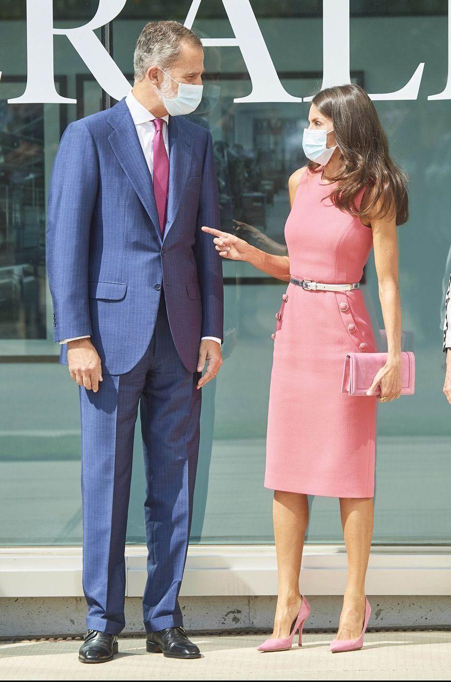 La reine Letizia et le roi Felipe VI d'Espagne à Villanueva de Gallego, le 16 septembre 2020