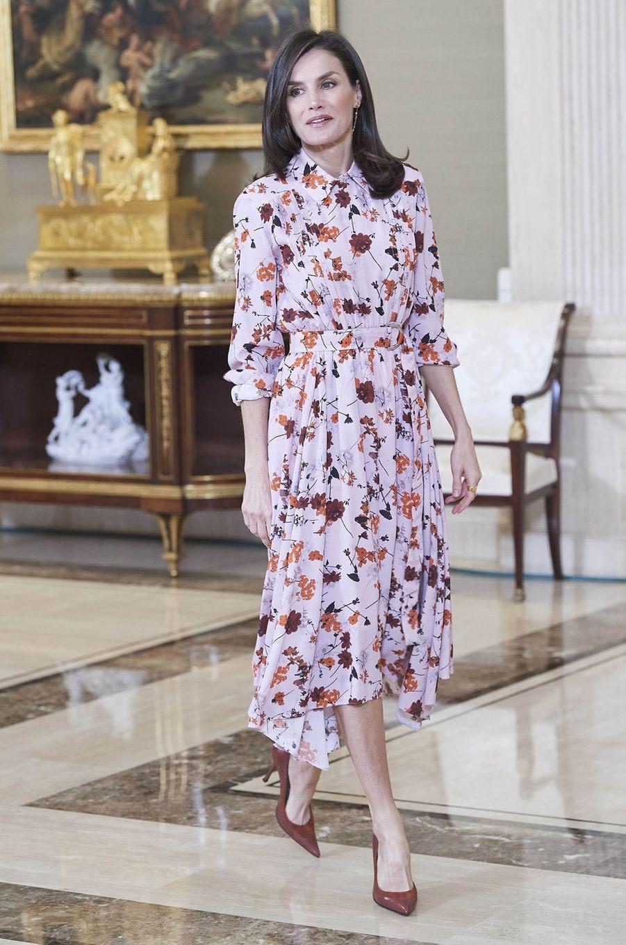 La reine Letizia d'Espagne dans une robe Hugo Boss à Madrid, le 21 février 2020
