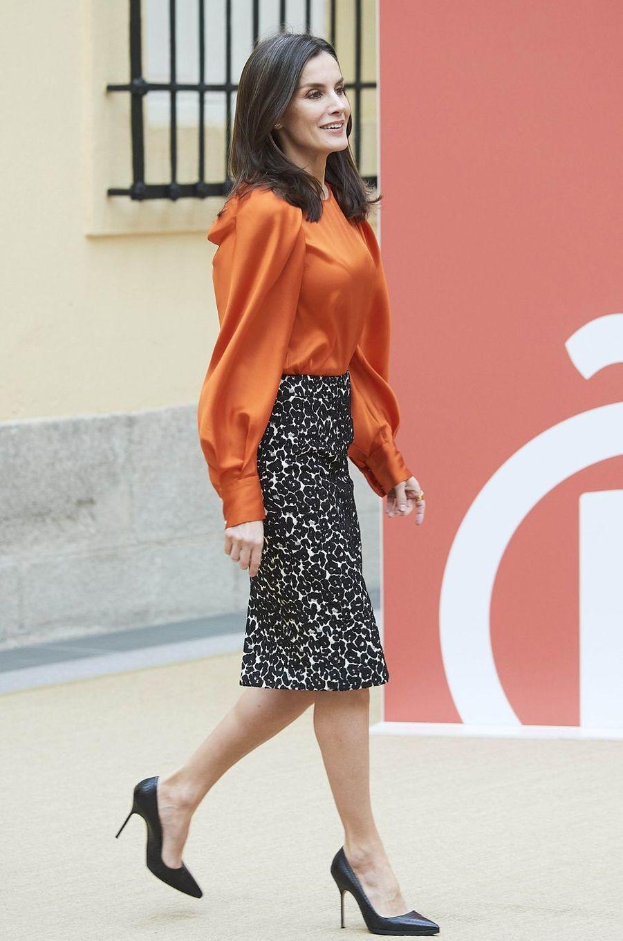 La reine Letizia d'Espagne, dans une nouvelle blouse Zara, à Madrid le 3 mars 2020