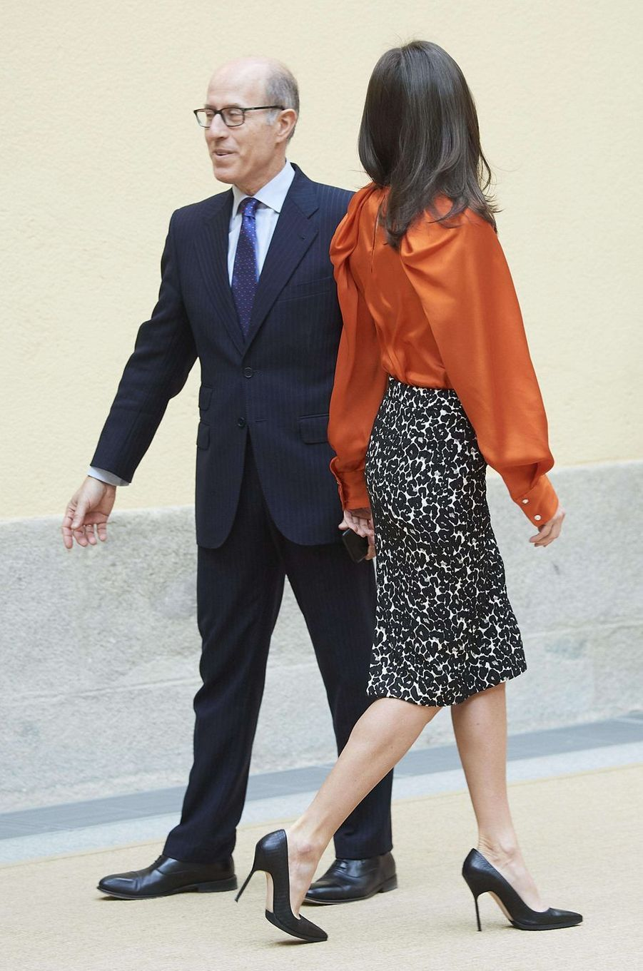 La reine Letizia d'Espagne, de trois-quarts, à Madrid le 3 mars 2020
