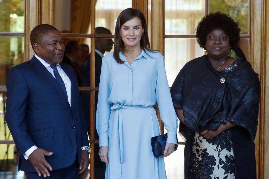 La reine Letizia d'Espagne avec le président du Mozambique et sa femme à Maputo, le 29 avril 2019
