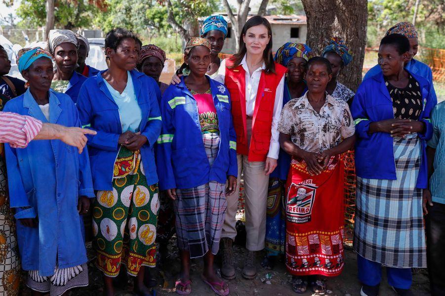 La reine Letizia d'Espagne à Dondo au Mozambique, le 30 avril 2019