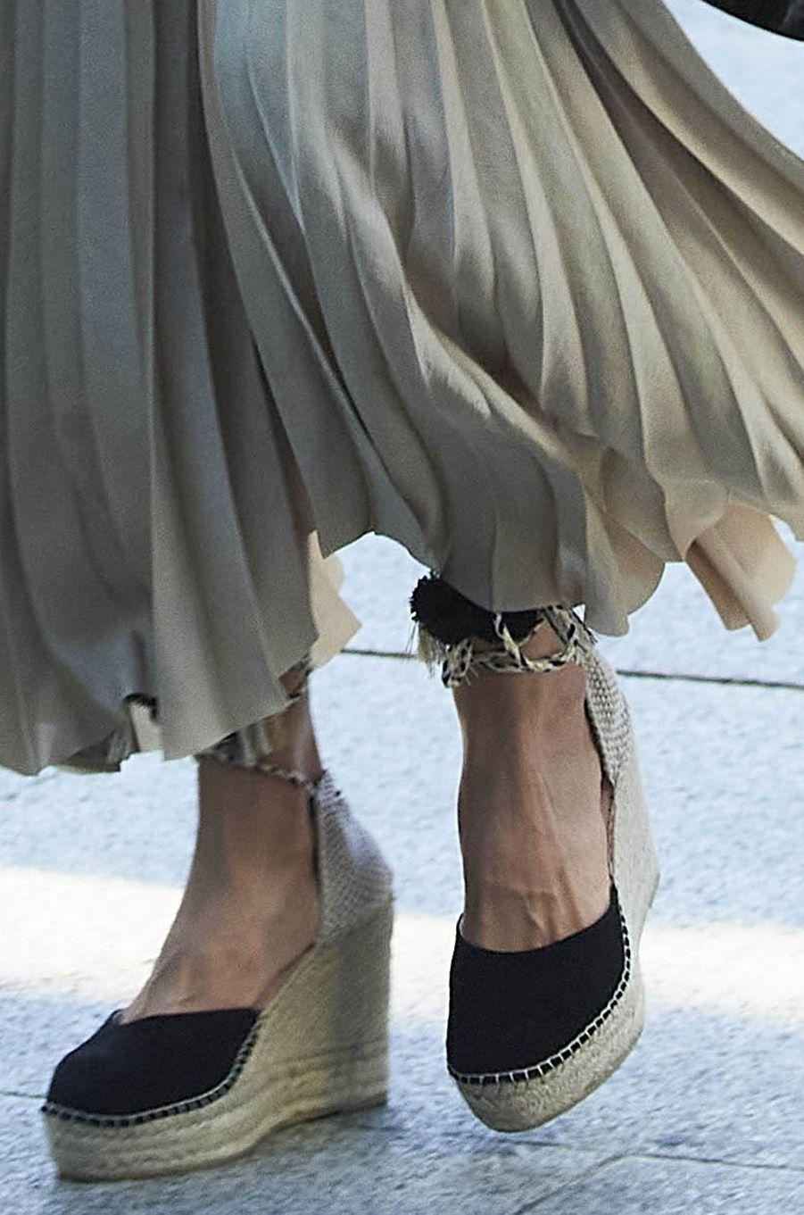 Les chaussures de la reine Letizia d'Espagne à Madrid, le 19 juin 2020