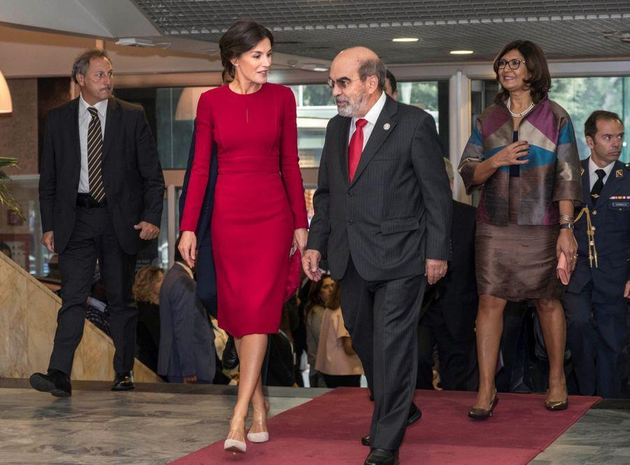 La reine Letizia d'Espagne, en Carolina Herrera, à Rome, le 16 octobre 2018