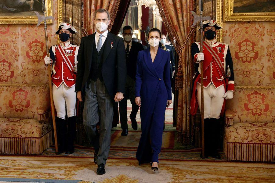 La reine Letizia et le roi Felipe VI d'Espagne au Palais royal à Madrid, le 28 janvier 2021