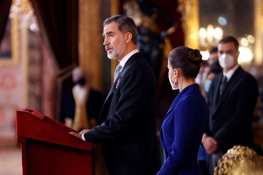 La reine Letizia et le roi Felipe VI d'Espagne à Madrid, le 28 janvier 2021