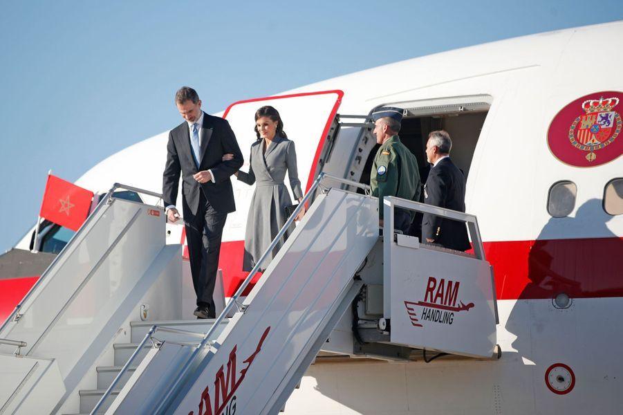 La reine Letizia et le roi Felipe VI d'Espagne arrivent à l'aéroport de Rabat-Salé, le 13 février 2019