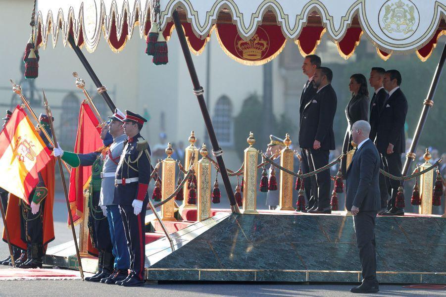 La reine Letizia et le roi Felipe VI d'Espagne avec le roi Mohammed VI du Maroc, son frère et son fils à Rabat, le 13 février 2019