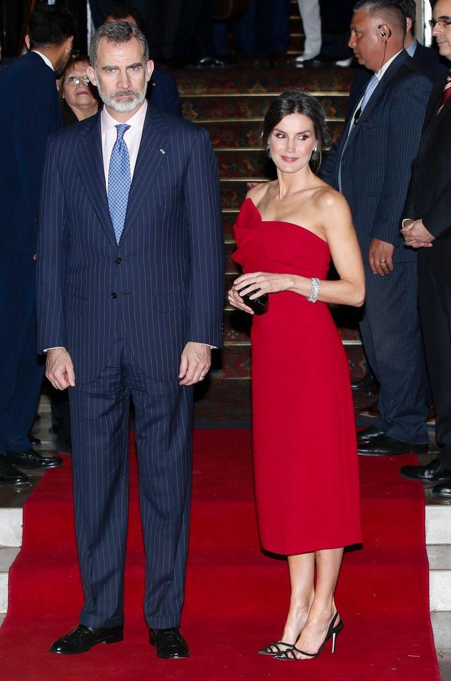 La reine Letizia, en Roberto Terretta, et le roi Felipe VI d'Espagne à Buenos Aires, le 26 mars 2019
