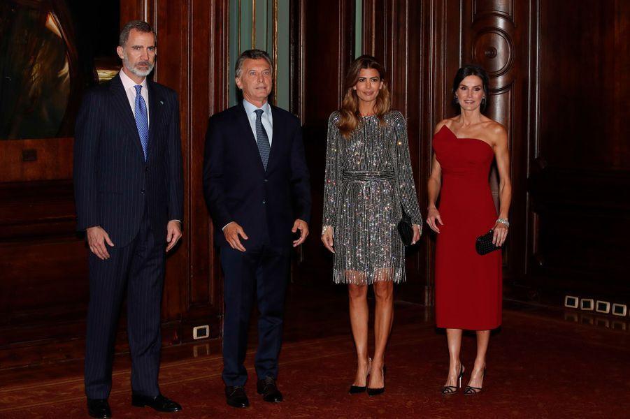 La reine Letizia et le roi Felipe VI d'Espagne avec le couple présidentiel argentin à Buenos Aires, le 26 mars 2019