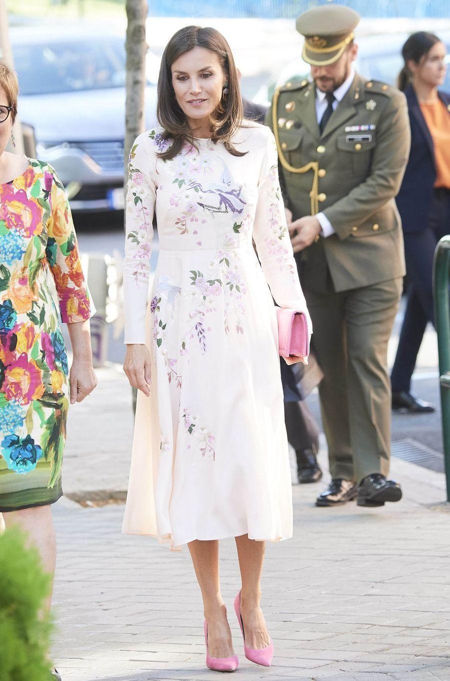 La reine Letizia d'Espagne dans sa robe brodée Asos à Madrid, le 8 juillet 2019
