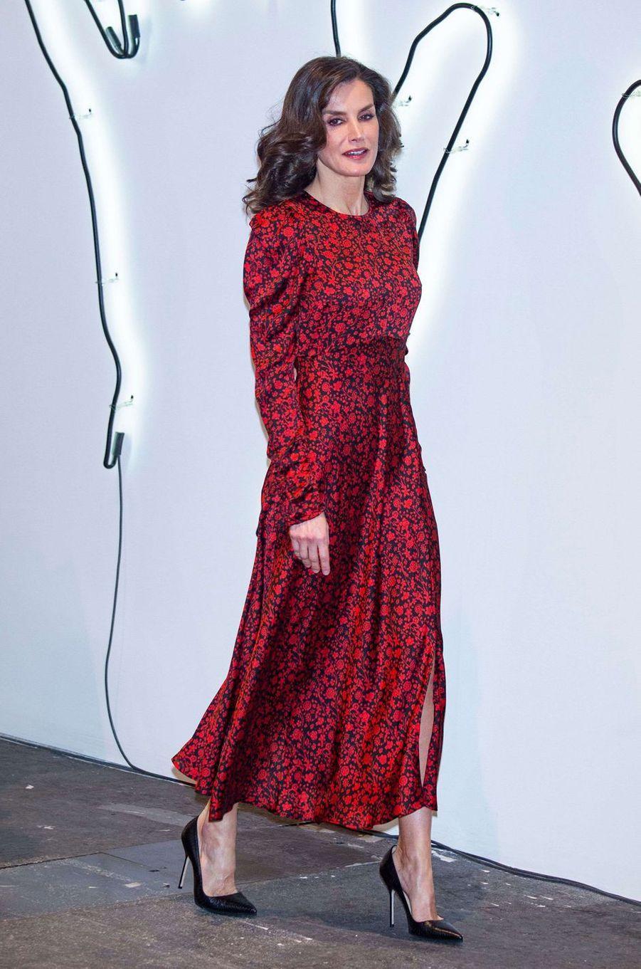 La reine Letizia d'Espagne, dans une robe Maje, à Madrid le 27 février 2020