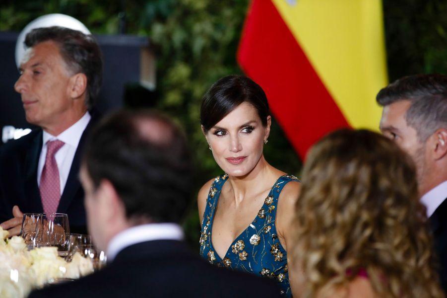 La reine Letizia d'Espagne avec le président argentin Mauricio Macri à Buenos Aires, le 25 mars 2019