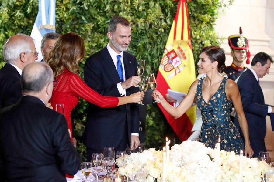 La reine Letizia et le roi Felipe VI d'Espagne avec le couple présidentiel argentin à Buenos Aires, le 25 mars 2019