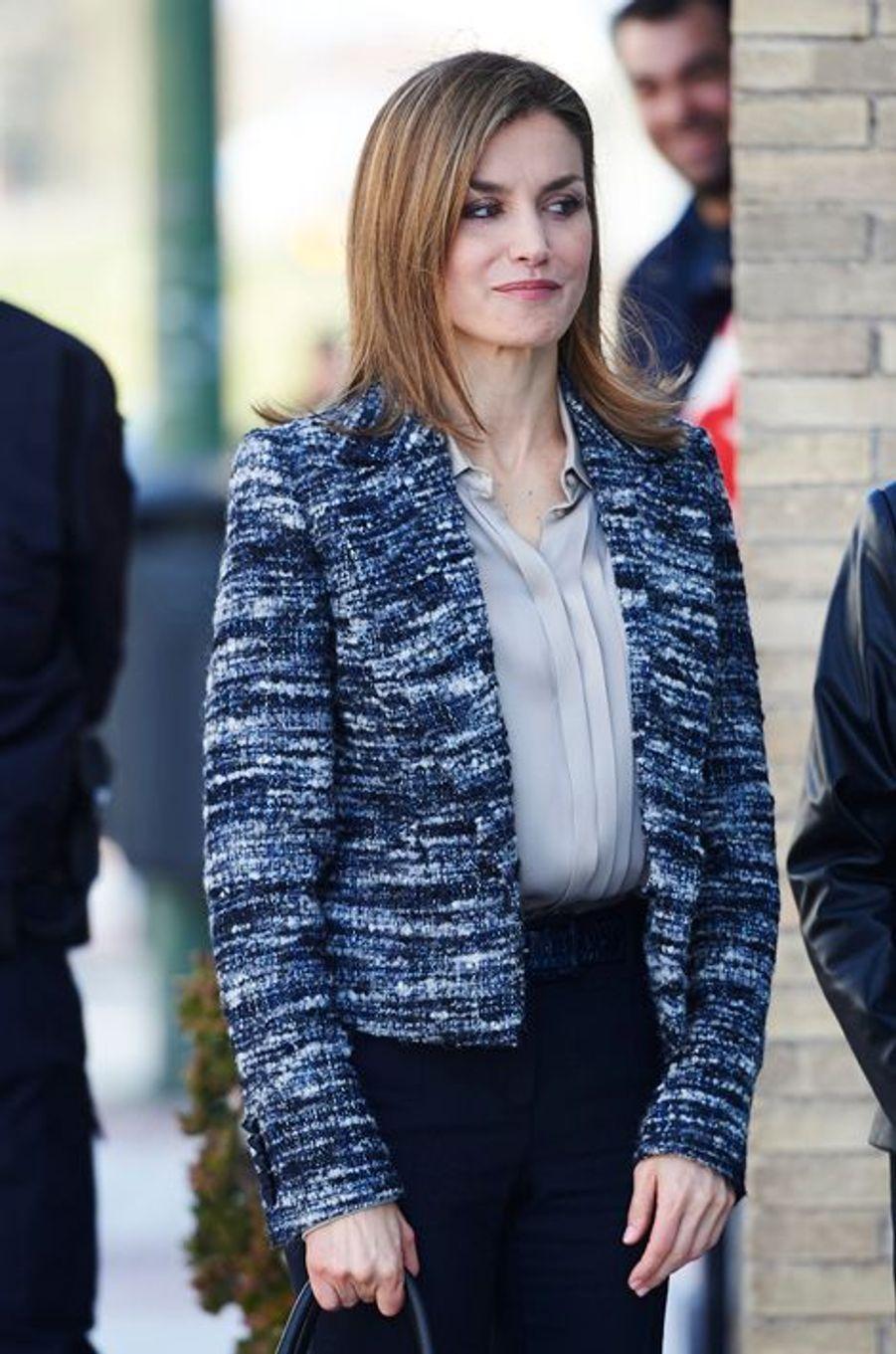 La reine Letizia d'Espagne arrive au comité espagnol de l'Unicef à Madrid, le 16 mars 2015