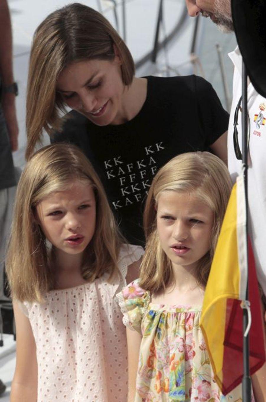 La reine Letizia d'Espagne et les princesses Leonor et Sofia à Palma de Majorque, le 8 août 2015