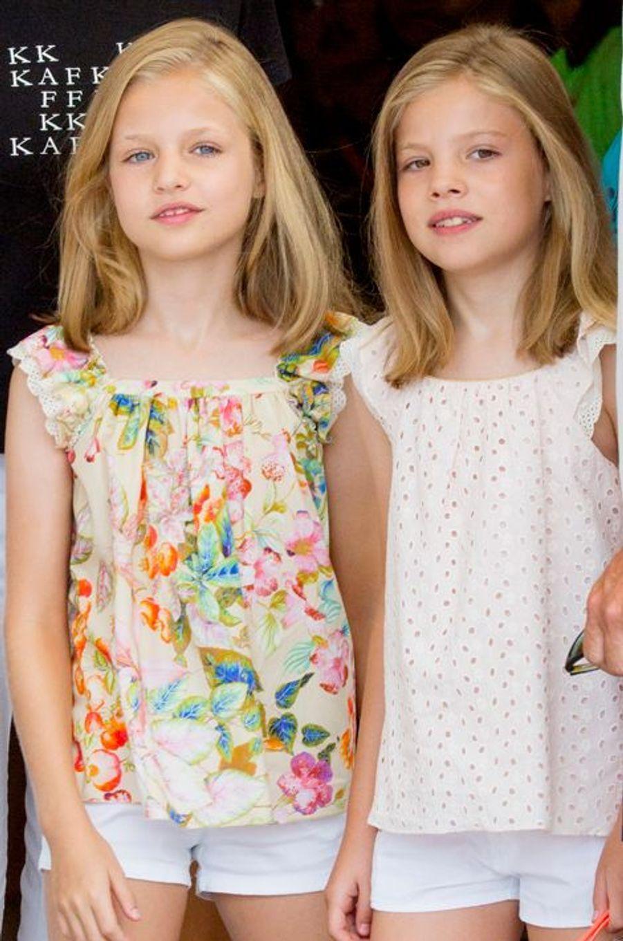 Les princesses Leonor et Sofia d'Espagne à Palma de Majorque, le 8 août 2015