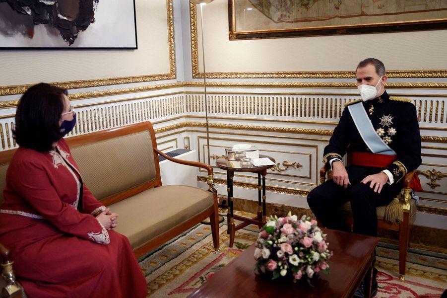 Le roi Felipe VI d'Espagne avec l'ambassadrice de Tunisie à Madrid, le 11 février 2021