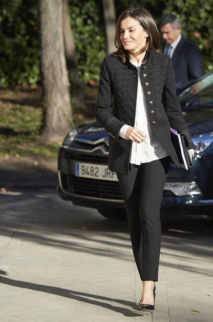 La reine Letizia d'Espagne, dans une veste Zara, à Madrid le 9 janvier 2019
