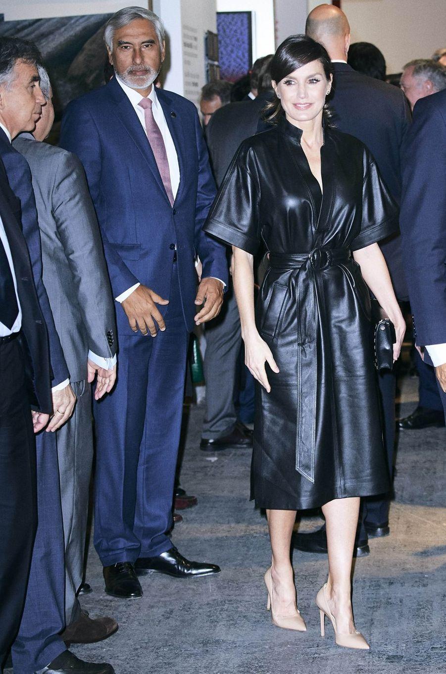 La reine Letizia d'Espagne dans une robe en cuir noir à Madrid, le 28 février 2019