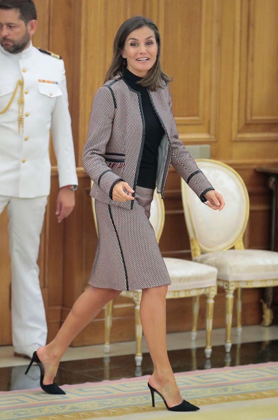 La reine Letizia d'Espagne dans un tailleur Hugo Boss à Madrid, le 26 septembre 2018