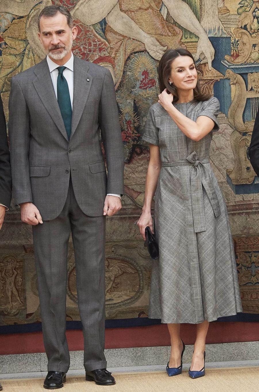 La reine Letizia, en Massimo Dutti, et le roi Felipe VI d'Espagne au palais du Pardo à Madrid, le 21 février 2019