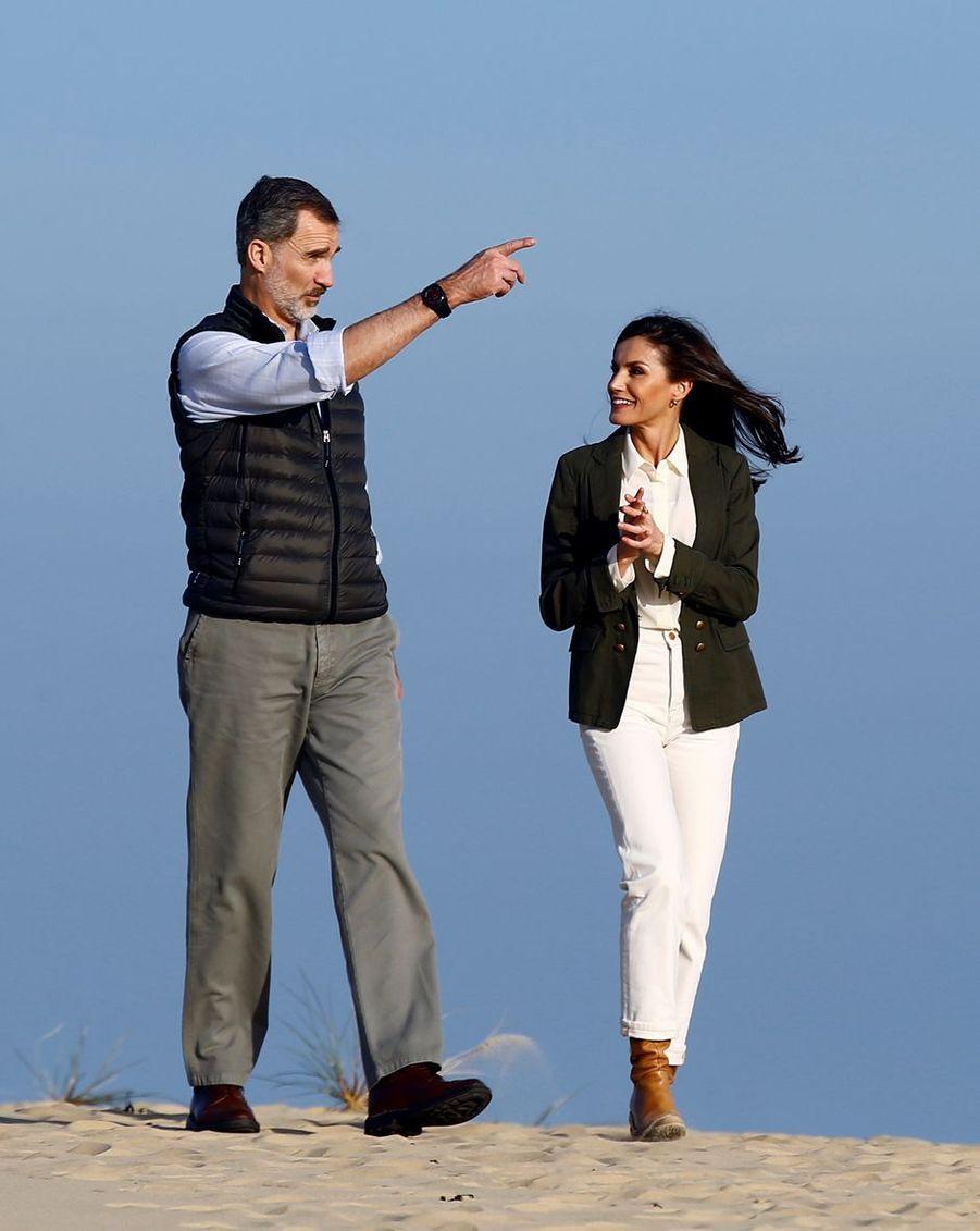 La reine Letizia et le roi Felipe VI d'Espagne en visite dans le parc naturel de Doñana, le 14 février 2020