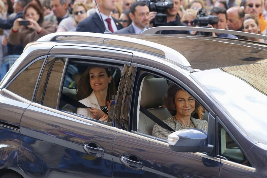 La reine Letizia et l'ex-reine Sofia d'Espagne à Palma de Majorque, le 5 avril 2015
